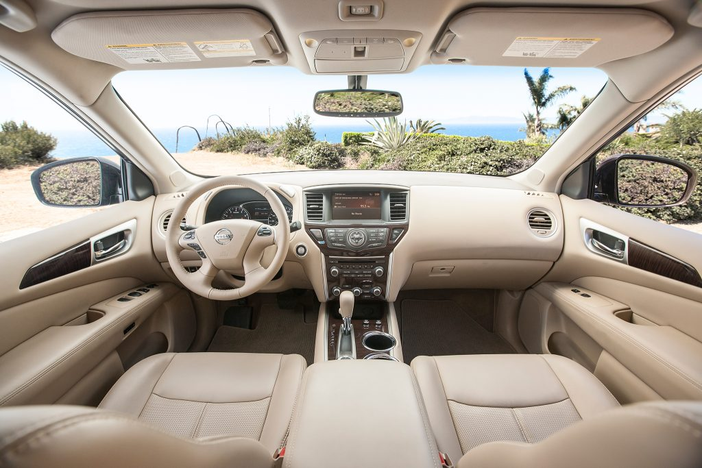 Nissan Pathfinder салон
